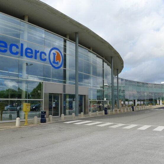Façade extérieure centre commercial Leclerc Jardres