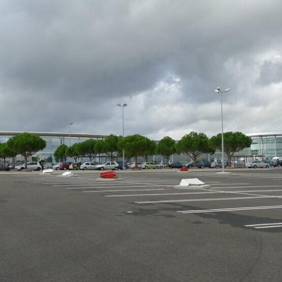 zone de parking du centre commercial Leclerc à Jardres