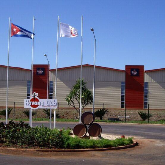 Façade extérieure usine de production de Rhum Havana Club