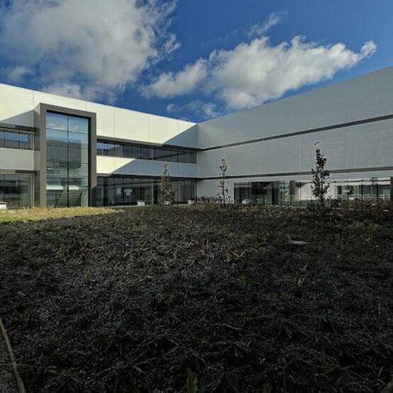 Cour extérieure usine Guerlain