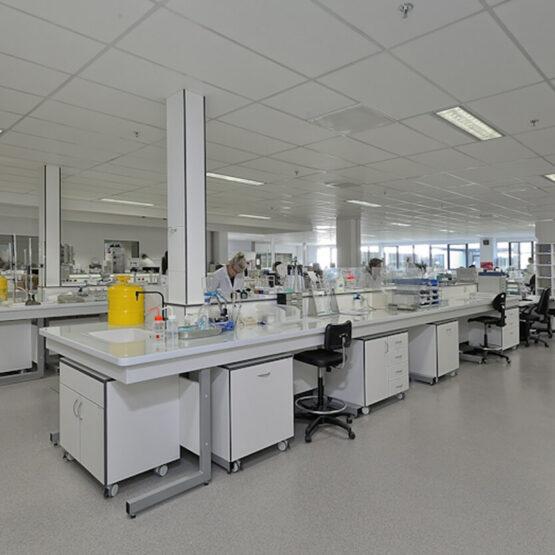 Salle laboratoire Usine Guerlain