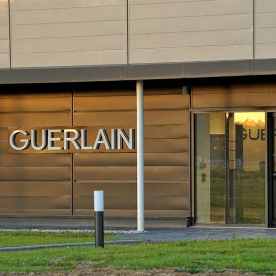 Logo façade extérieure Guerlain