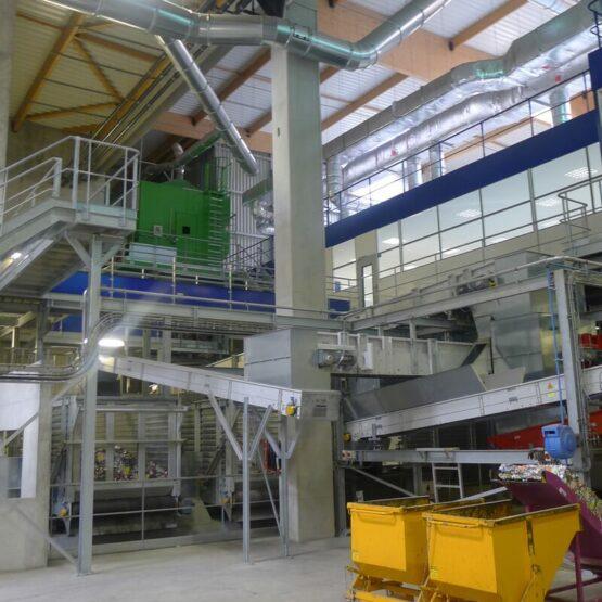 Intérieur centre de tri déchets Calitom