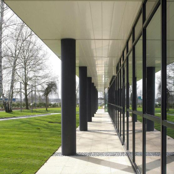 Extérieur bâtiment industriel cosmétique Sisley