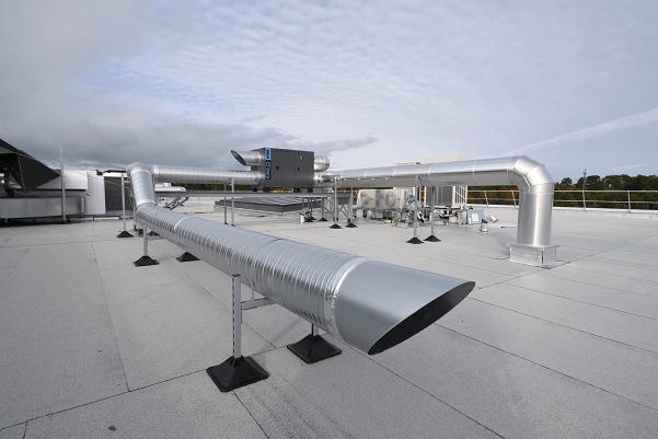 Toiture avec climatisation monobloc site industriel aerospatial